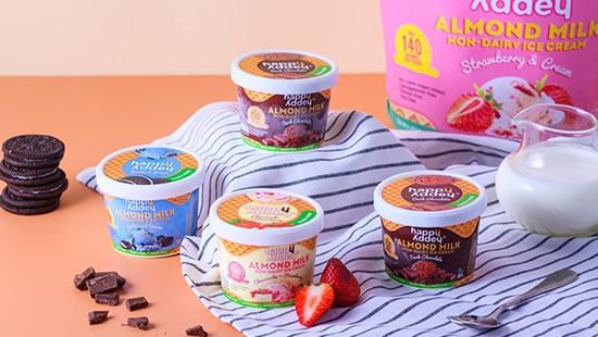 คลายความร้อนด้วยไอศกรีมนมอัลมอนด์ by Happy Addey