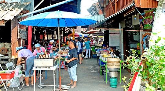 """เดินเล่น กินขนม ชมบ้านเก่าที่ """"ชุมชนขนมแปลก"""" จันทบุรี"""