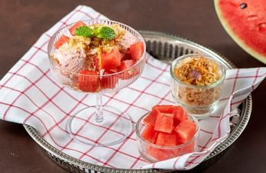 หวานเย็นชื่นใจกับไอศกรีมแตงโมและปลาแห้ง