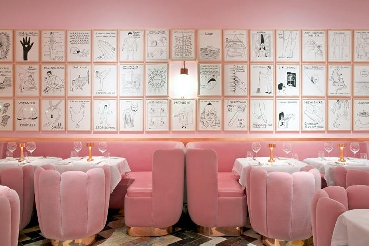 ห้อง The Gallery เน้นโทนสีชมพู Salmon Pink