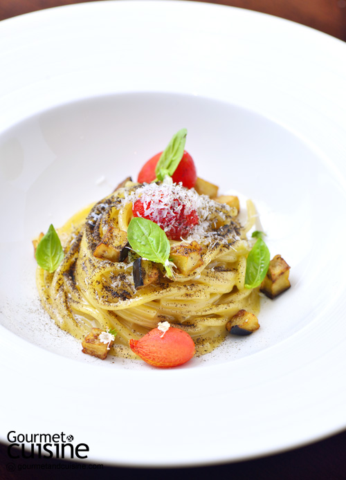 Spaghetti with smoked eggplants juice