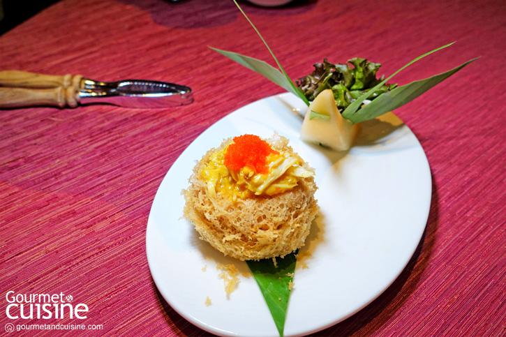 ปูขนผัดไข่ขาวในรังนกเผือก