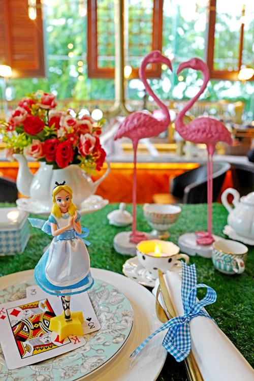 ชุดน้ำชายามบ่าย Alice in Wonderland