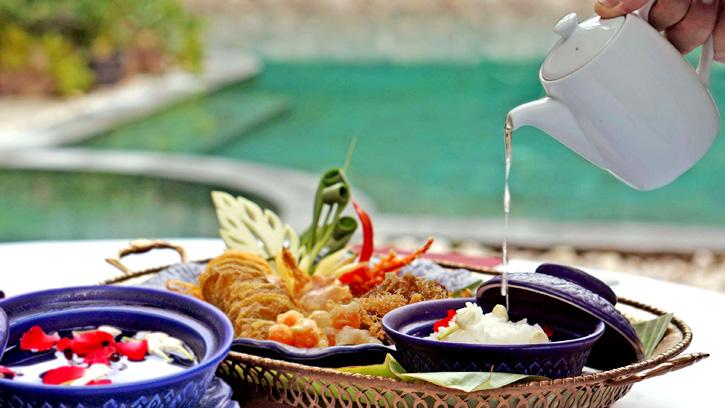 ดับร้อนอย่างไทยด้วยเมนูข้าวแช่ น้ำแร่ภูน้ำหยดที่โรงแรมศิริ สาทร