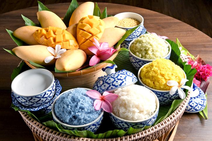 """เอาใจคนรักมะม่วงด้วยเมนู  """"ข้าวเหนียวมะม่วง"""" หอม อร่อย หวาน มัน ณ ห้องอาหารเดอะ เบอร์เคลีย์ ไดนิ่งรูม"""