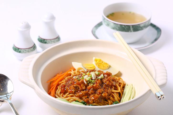 อร่อยเด็ด เส้นเหนียวนุ่มกับเมนูบะหมี่เส้นสดสไตล์กวางตุ้ง ที่ห้องอาหารจีนไดนาสตี้