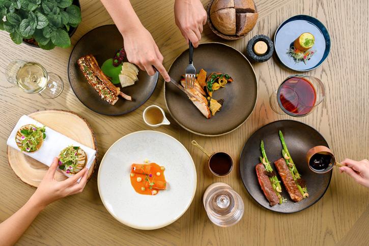 ห้องอาหาร ฟร้อนท์ รูม นำอาหารจานเด่นจากเซตเมนู รวมเป็นเมนูอาหารจานเดี่ยว พร้อมเสิร์ฟในรูปแบบใหม่ที่เหมาะกับการรับประทานร่วมกัน