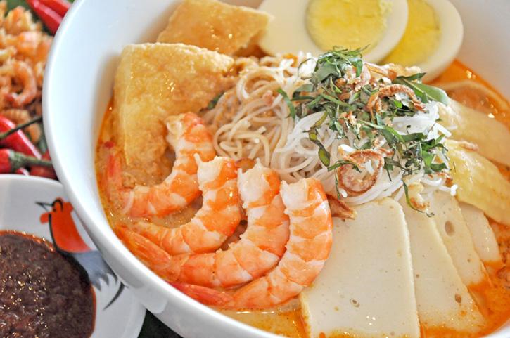 """โรงแรมแชงกรี-ลา กรุงเทพฯ ขอเชิญนักชิมมาอิ่มอร่อยไปกับ  """"เทศกาลอาหารสิงคโปร์"""" รสชาติต้นตำรับ ณ ห้องอาหาร เน็กซ์ทู คาเฟ่"""