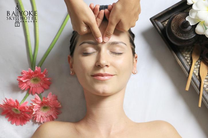 """""""Face Massage By Aloe-vera gel"""" ผิวหน้าชุ่มชื้นอย่างเป็นธรรมชาติ ที่สกาย สปา ชั้น 20 โรงแรมใบหยก สกาย"""