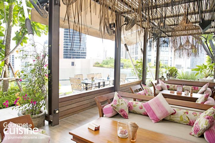 The Escape Bangkok หนีความวุ่นวายไปนั่งชิลที่บีชบาร์บนชั้น 5 The EmQuartier