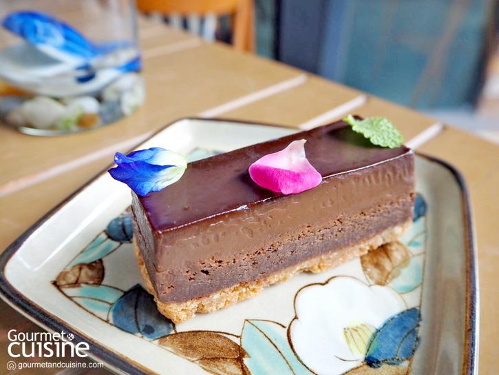 Brown Café Where We Bake & Blend ภูเก็ต คาเฟ่ที่คนรักเค้กต้องมาโดน