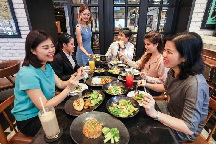 เปลี่ยนพักกลางวันที่เร่งรีบให้เป็นพักกลางวันที่แสนอิ่มเอม ที่ เบียร์ รีพับบลิค กรุงเทพฯ (Beer Republic Bangkok)