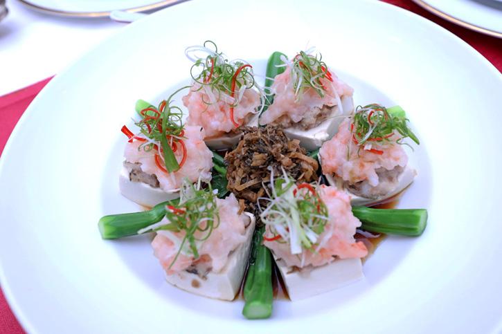 อิ่มอร่อยไปกับอาหารจีนแคระ (ฮากกา) ต้นตำรับ ณ ห้องอาหารซัมเมอร์ พาเลซ