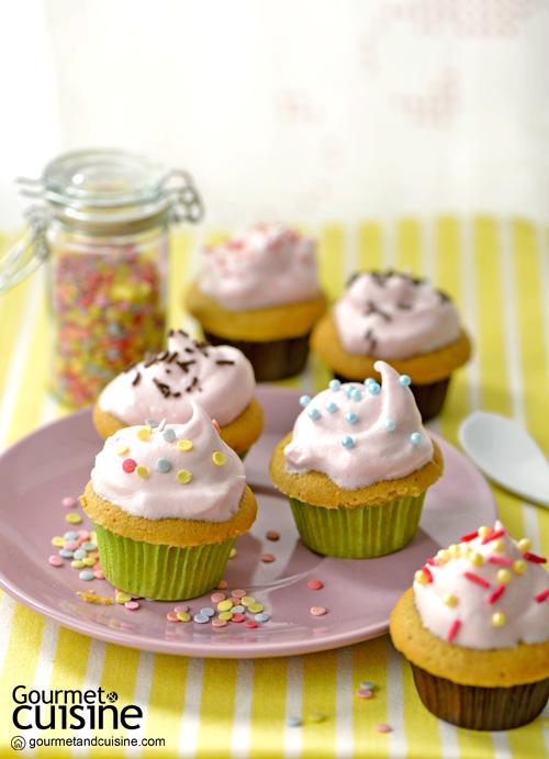 คัปเค้กชาเขียวหน้าเมอแรงก์ชมพู  (Green Tea with Pink Meringue Cupcake)