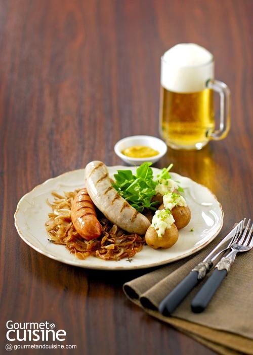 ไส้กรอกกับหอมหัวใหญ่ผัดบัลซามิก (Sausages with Balsamic Onions and Mashed Potatoes)