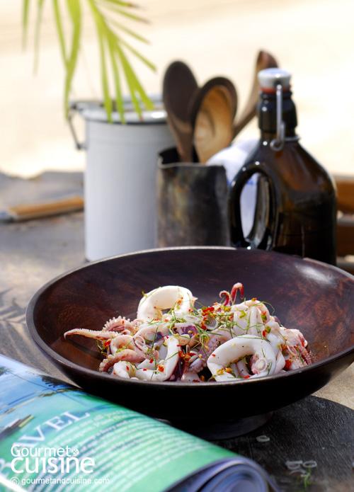 2. สลัดปลาหมึกกับน้ำสลัดใสกลิ่นตะไคร้ (Squid Salad with Lemongrass Vinaigrette)