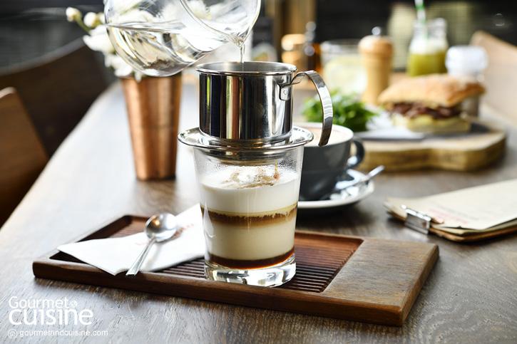 Luka.Moto (Thonglor) จิบกาแฟในคาเฟ่ธีมไบเกอร์มาดเข้มใจกลางทองหล่อ