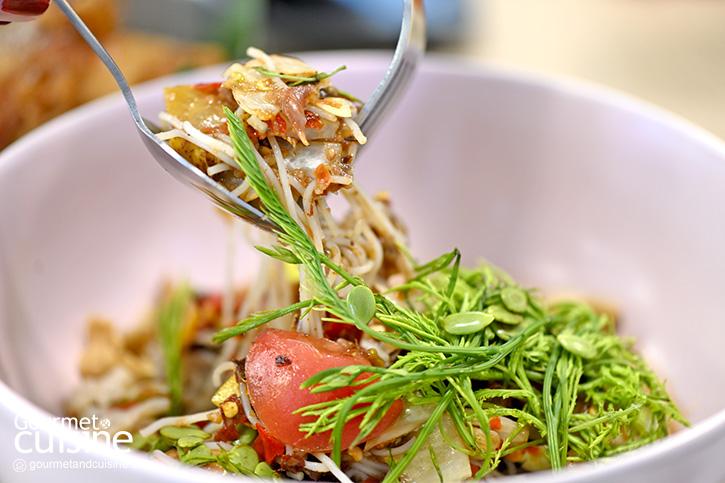 """""""ผงชูรส"""" (Pongchuros) ร้านอาหารไทย-อีสานสุดแซ่บแบบไม่ง้อผงชูรส"""