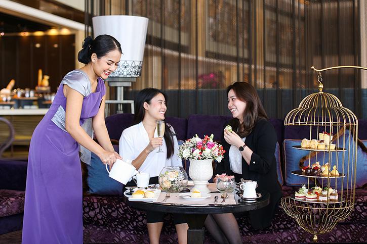 """โรงแรมแชงกรี-ลา กรุงเทพฯ เชิญคุณมาอิ่มเอมไปกับ  """"ชุดน้ำชายาบ่ายสไตล์อังกฤษดั้งเดิม"""" ใหม่ล่าสุด ณ ล็อบบี้ เลาจน์"""