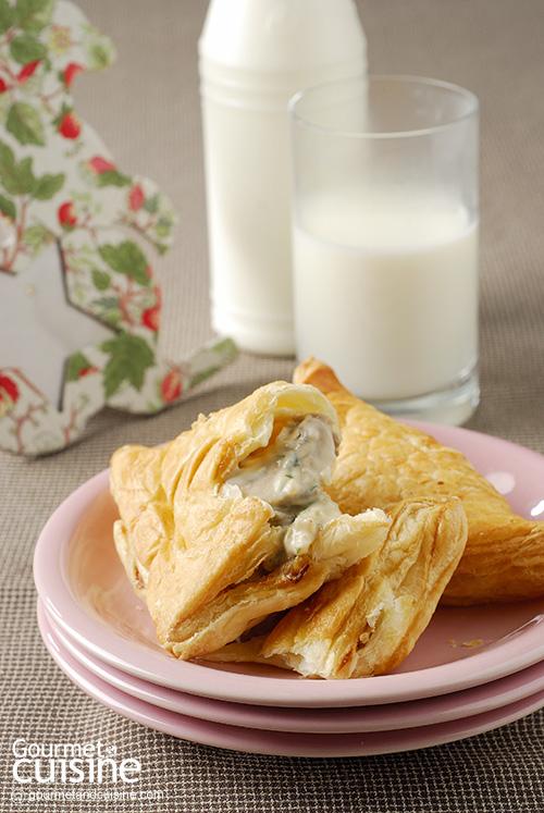 พัฟชีสเห็ด (Champignon and Cheese Puff)