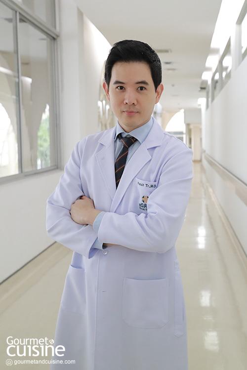นายแพทย์ไพศิษฐ์ ตระกูลก้องสมุท แพทย์ผู้เชี่ยวชาญด้านเวชศาสตร์ชะลอวัยและฟื้นฟูสุขภาพ โรงพยาบาลสมิติเวช สุขุมวิท