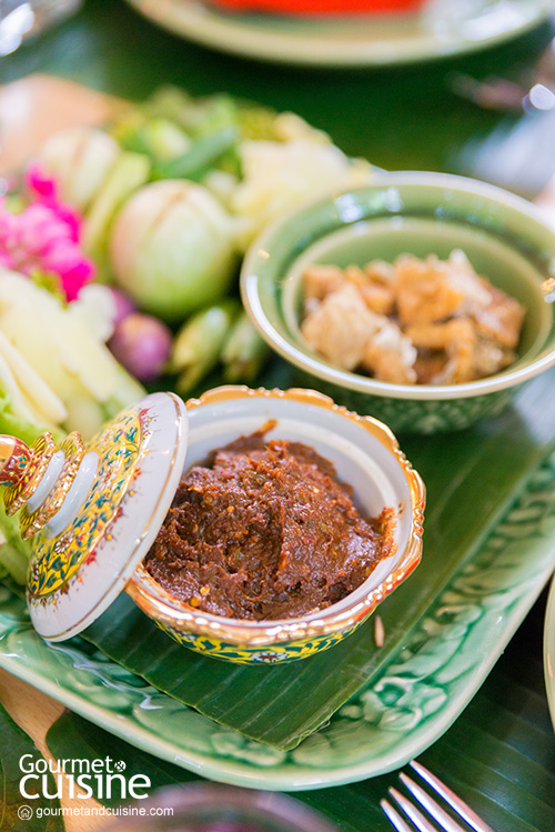 """""""อ้อยหวาน"""" อาหารไทยโบราณ ริมแม่น้ำท่าจีน"""