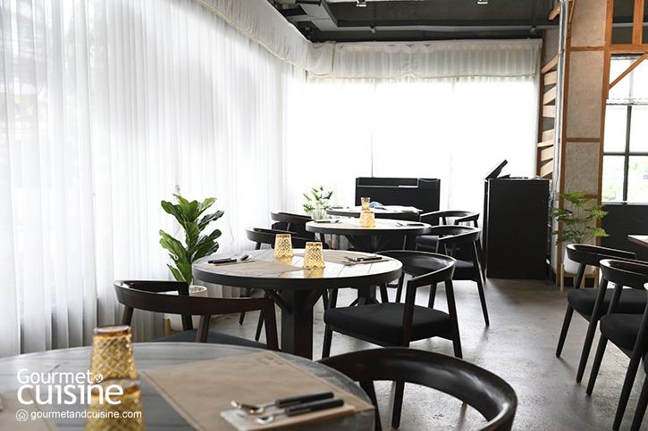 """""""หมูไปไก่มา"""" ร้านอาหารไทยอีสานแห่งใหม่จาก Water Library"""
