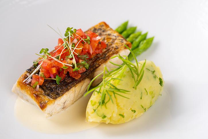 ห้องอาหารอัพ แอนด์ อะบัฟ แนะนำเมนูพิเศษปรุงจากปลากะพงสดใหม่