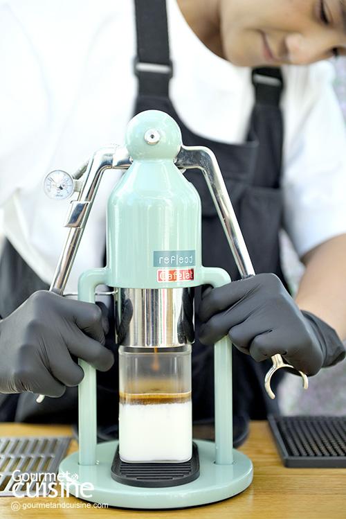"""""""Reflect Café"""" คาเฟ่สวยแห่งลาดกระบังที่พร้อมเสิร์ฟกาแฟดีฝีมือ """"จ๋า มาสเตอร์เชฟ"""""""