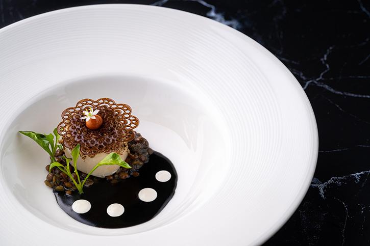 อาหารจานพิเศษจากวัตถุดิบหลัก ทรัฟเฟิล สีดำ ที่ห้องอาหารเอเลเมนท์ ห้องอาหารระดับมิชลินสตาร์ 1 ดาว