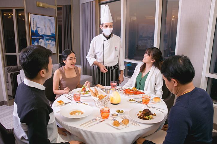 แพ็กเกจดินเนอร์ในห้องพักสุดหรูมื้อประทับใจ แสนโรแมนติก ณ โรงแรมเซ็นทาราแกรนด์ฯ เซ็นทรัลเวิลด์
