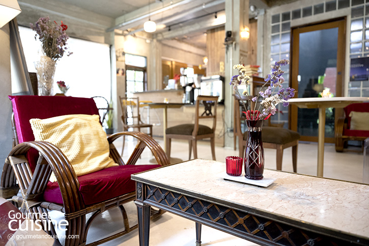 บ้านย่า คาเฟ่ (Banya Cafe Bangkok) คาเฟ่วินเทจแสนอบอุ่น ย่านห้วยขวาง