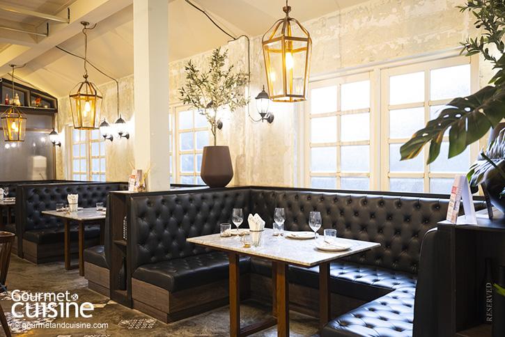 ชิมอาหารสไตล์อีสต์เอเชียและยุโรปที่ The Yard Restaurant บ้านเก่าคลาสสิคในย่านสาทร