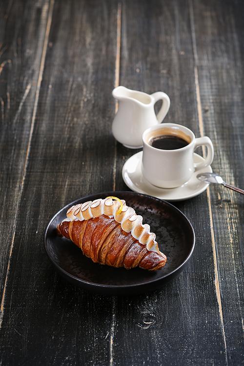 เริ่มต้นวันใหม่อย่างมีสไตล์กับเซทครัวซองต์และชาหรือกาแฟ ณ ห้องอาหาร สยาม ที รูม