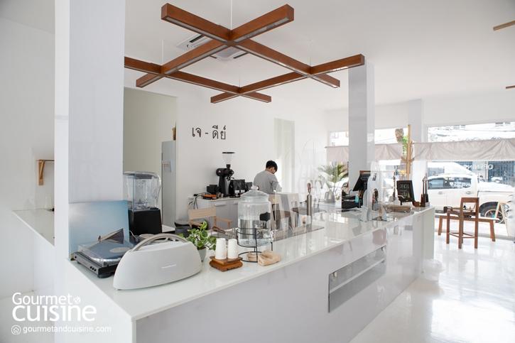 จิบกาแฟรสละมุน ในคาเฟ่ไทยสไตล์มินิมอล JEDI Café & Bar