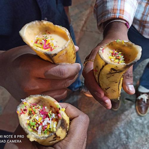 Eat Raja ร้านน้ำผลไม้อินเดียใช้เปลือกผลไม้แทนแก้วพลาสติก