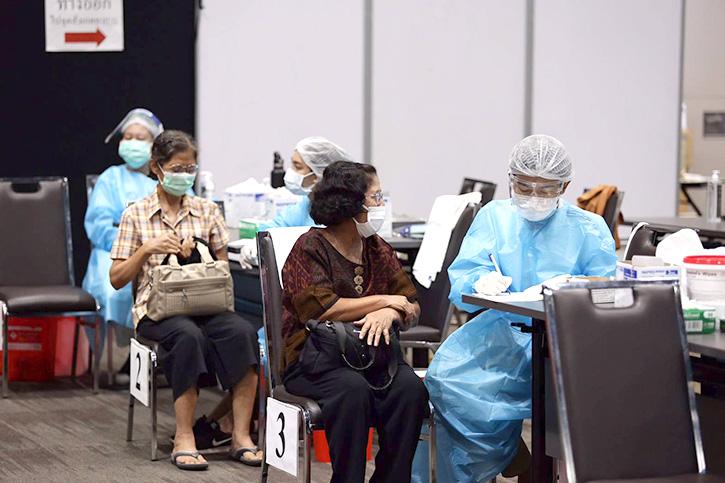 """สยามพารากอน และ ไอคอนสยาม เดินหน้ารองรับการปรับแผนฉีดวัคซีนตอกย้ำความมั่นใจผู้ใช้บริการ สะดวก สะอาด ปลอดภัย พร้อมชวนคนไทยรวมพลัง """"สยามรวมใจ สู้โควิดไปด้วยกัน"""""""
