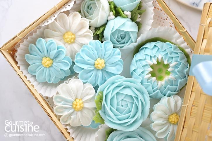 """""""ผกากรองร้อยใจ-อาลัวสวนดอกไม้"""" ขนมไทยคอลเลคชั่นพิเศษเดือนสิงหาคมจากภูมิจิตคาเฟ่           """"ผกากรองร้อยใจ-อาลัวสวนดอกไม้"""" ขนมไทยคอลเลคชั่นพิเศษเดือนสิงหาคมจากภูมิจิตคาเฟ่"""