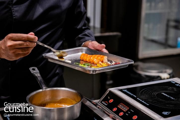 บลูล็อบสเตอร์กับมะม่วง และน้ำมันใบกะหรี่ (Poached Blue Lobster with Mango Curry Leaves Oil )
