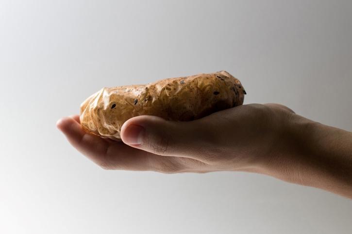 ซองบะหมี่ไบโอฟิล์ม บรรจุภัณฑ์รูปแบบใหม่เพื่อลดปริมาณขยะพลาสติก โดย Holly Grounds