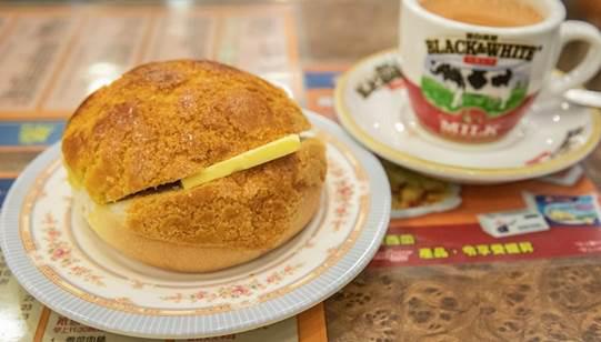 """ทำความรู้จัก """"Pineapple Bun"""" ขนมปังสไตล์ฮ่องกง น่าชวนชิม"""