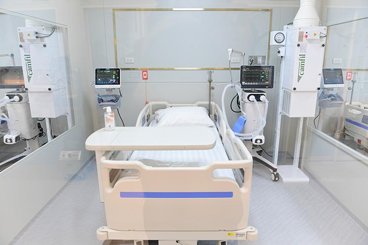 """รพ.ปิยะเวท มอบ """"หนังสือขอบคุณ"""" เครือซีพี-ซีพีเอฟ ร่วมสร้างโรงพยาบาลสนามครบวงจร"""