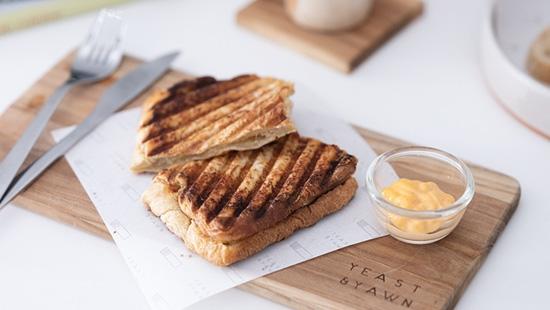 Yeast & Yawn คาเฟ่ขนมปังยีสต์ธรรมชาติสุดคราฟต์แห่งซอยสวนมะลิ 2