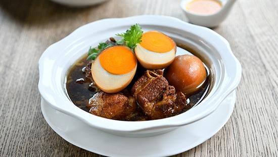 """NYE"" ละเลียดอาหารไทยร่วมสมัยริมแม่น้ำเจ้าพระยา"